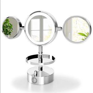 NIB Magnifying Lighted Vanity Makeup Mirror Chrome